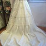 花柄レースとビジューきらめくティアードが可愛いプリンセスラインのウェディングドレス!