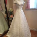 ドレス全体が花柄レースで可愛いAラインのウェディングドレス!