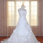ウェディングドレスとタキシードセット割引!
