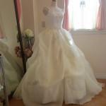 細めのフレンチスリーブが可愛らしいウェディングドレス!