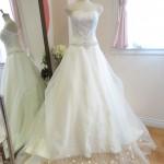 シルバー刺繍が綺麗なAラインウェディングドレス